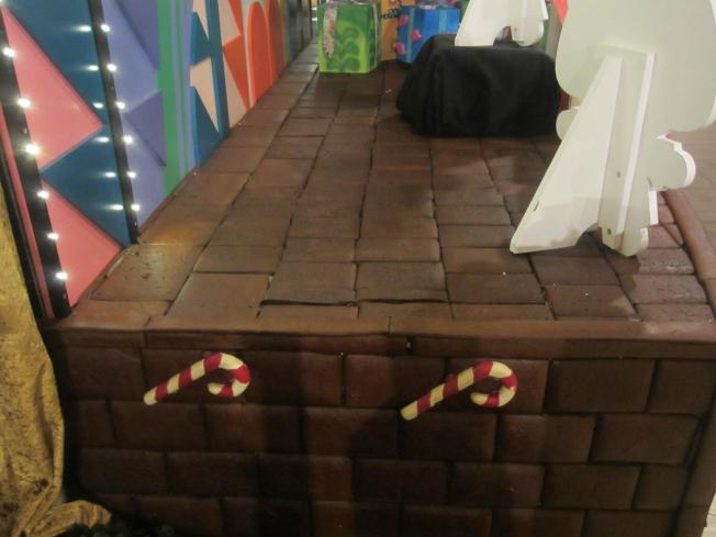 "Close-up of the gingerbread ""bricks"""